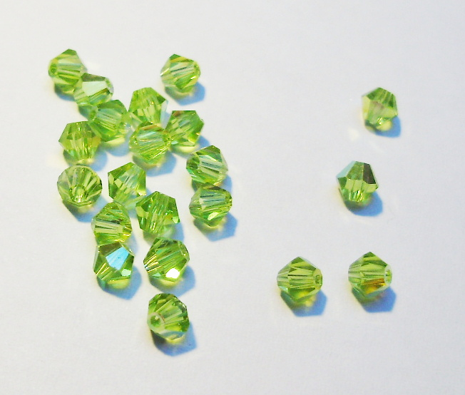 Cseh bicone 4mm - light olivine ab
